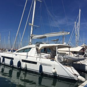 Catamaran Privilege 615 puerto