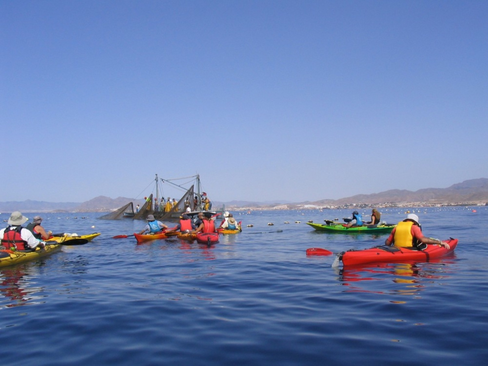 fishermen-in-route-kayak